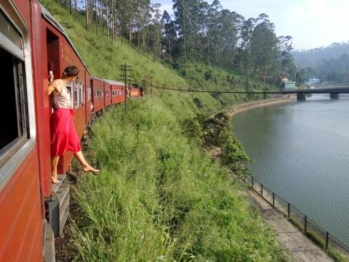 Train Ella to Collombo